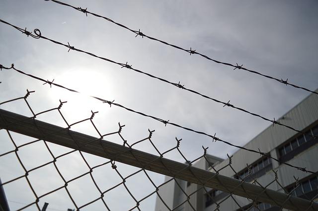 Polski podróżnik czeka na pokazowy proces w indonezyjskiej dżungli. Grozi mu kara śmierci lub wieloletnie więzienie! | KursNaMazury.pl